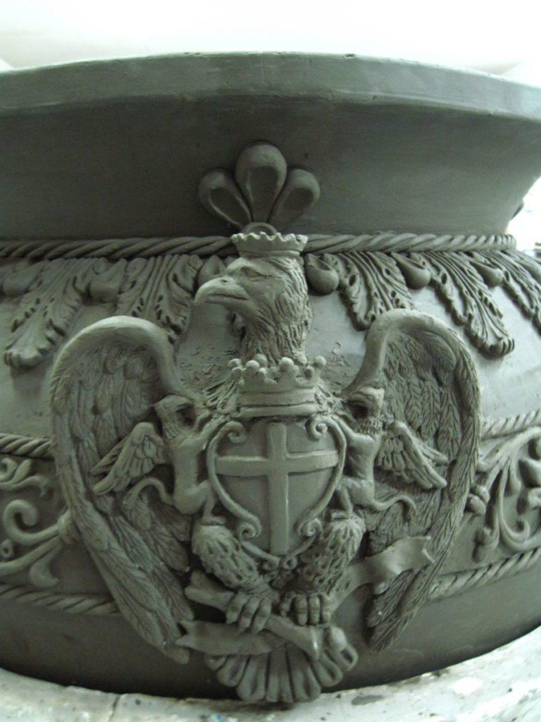 Vaso raffigurante un Aquila stemma del comune di Caltagirone città della ceramica